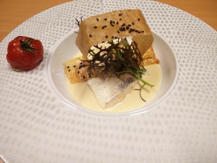 Filet de sandre poché à la Chimay blanche, duxelle de champignons et tomate