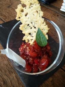 Tomate, framboise et parmesan