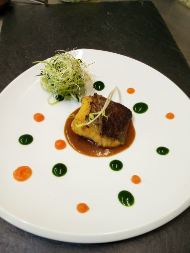 Filet de bar, sauce à base de fond de veau