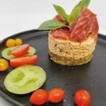 """Cheese cake salé au fromage frais de chèvre de """"La Machine"""" à Jamiolle, tomates séchées, bressaola"""